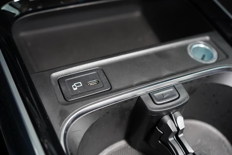 車內的連結插座全面更新為Type C規格,對舊系統手機的車主而言較為不便