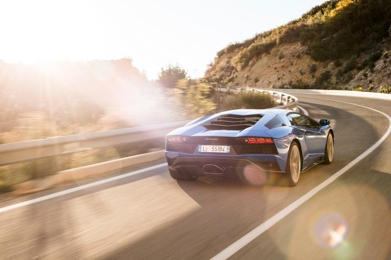 之後Lamborghini應會陸續將旗下引擎導入油電系統。