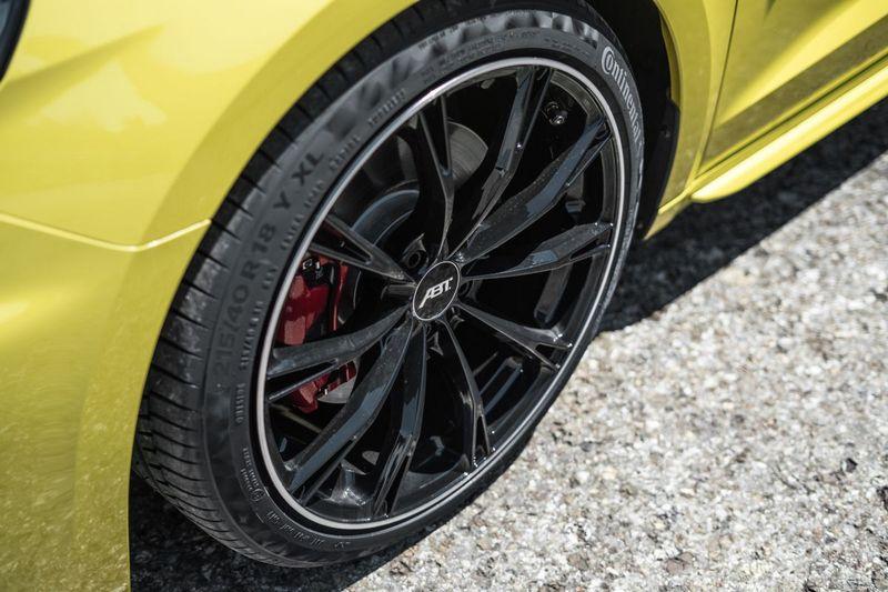 18吋輪圈提供消光與亮黑兩種配色。