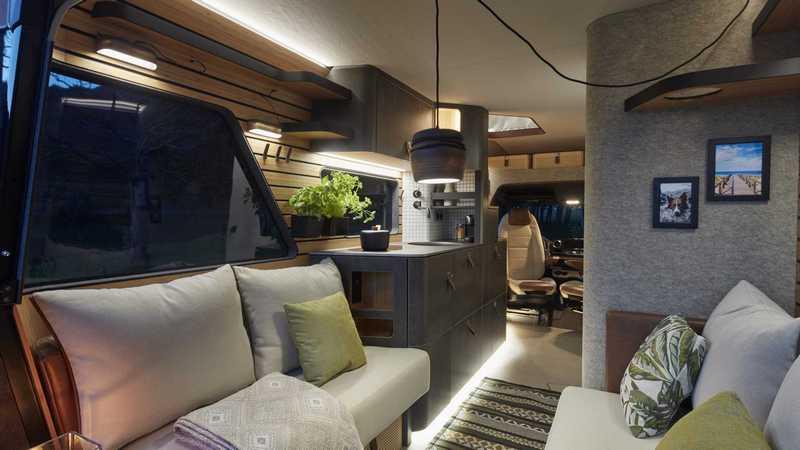 車內擺設有著媲美小豪宅般高級舒適。