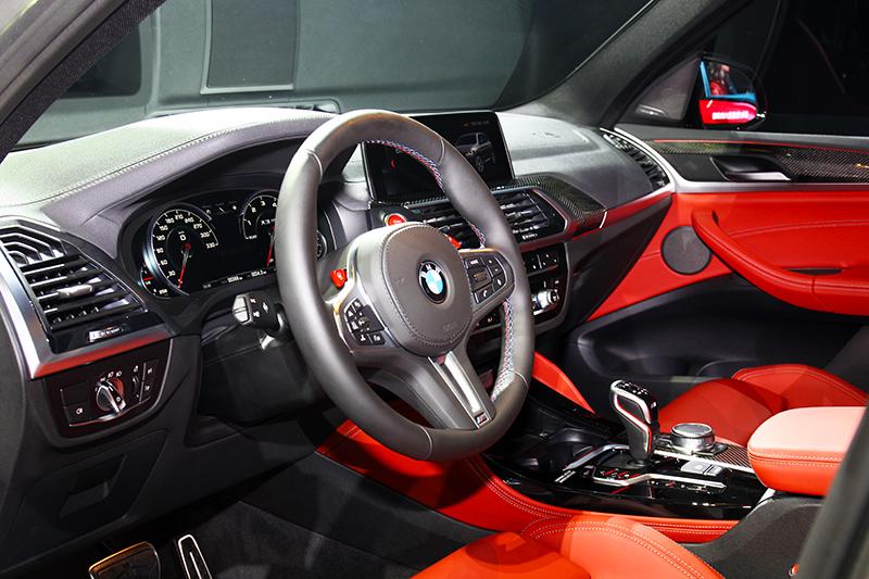 科技與性能是X3 M、X4 M Competition座艙的風格。