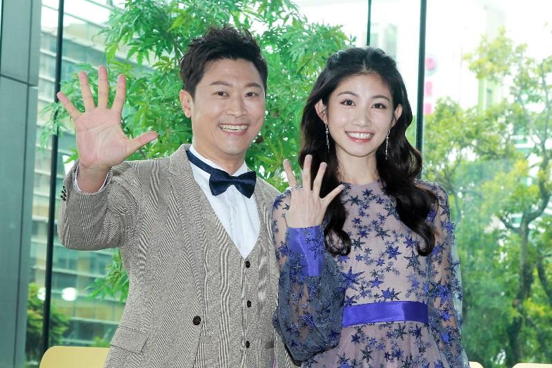 《第54屆廣播金鐘獎》主持人侯昌明(左)及李千那(右)