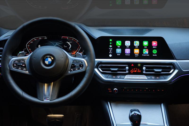 直覺且人性化的iDrive7.0全數位虛擬座艙結合12.3吋虛擬數位儀錶與10.25吋中控觸控螢幕。
