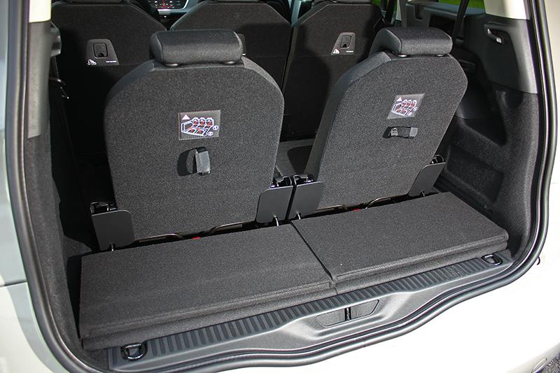 當第三排座椅使用狀況下,依舊保有一定程度的實用置物空間。