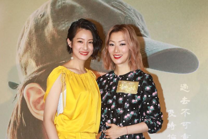 鄭秀文(左)與妹妹賴雅妍(右)合體