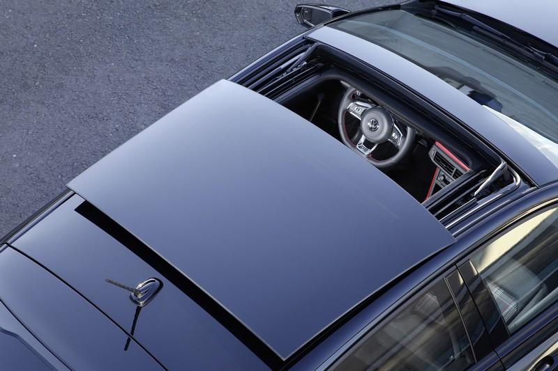 Polo GTI Anniversary SE週年限定版升級大尺寸電動玻璃天窗。