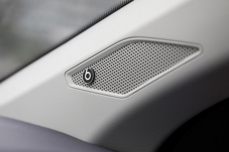 音響升級至Beats環繞音響系統。