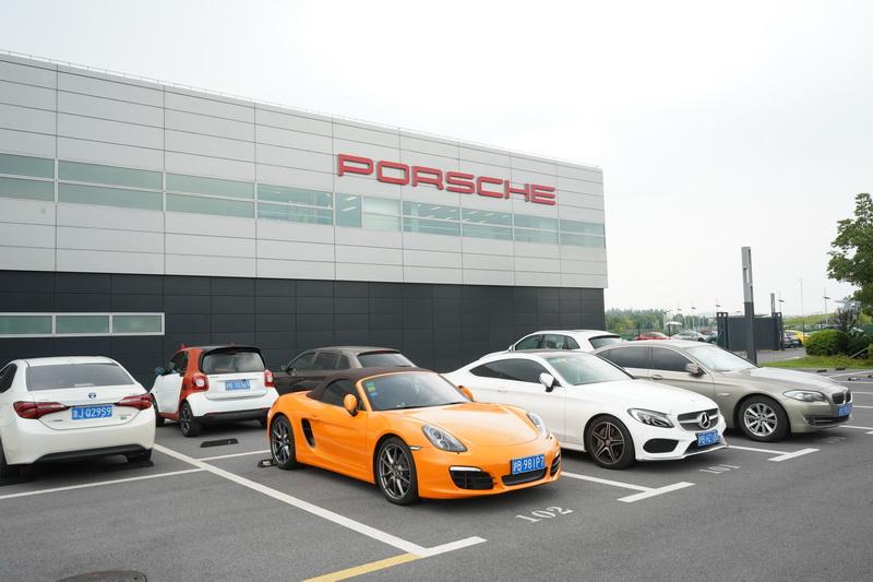 Porsche上海體驗中心就位於知名的上海賽道旁邊