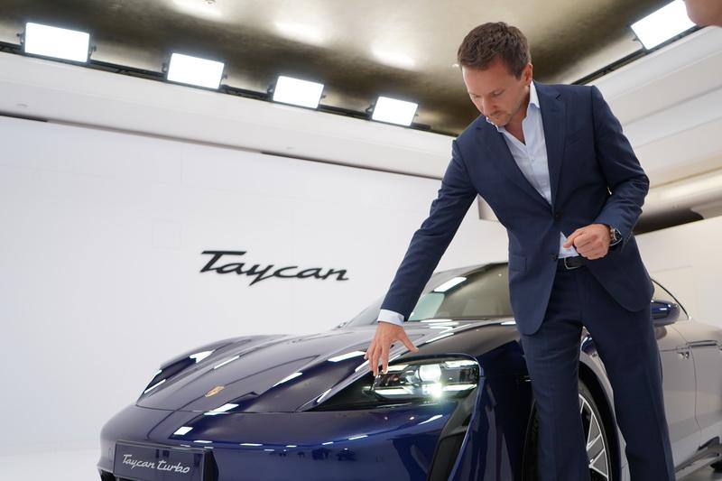 Taycan是以2015年展示的Mission E概念車為其設計概念