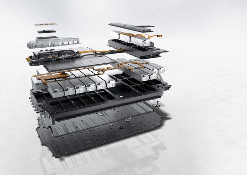為了保障電池模組的安全,外框架也設計成能吸收衝擊的結構體