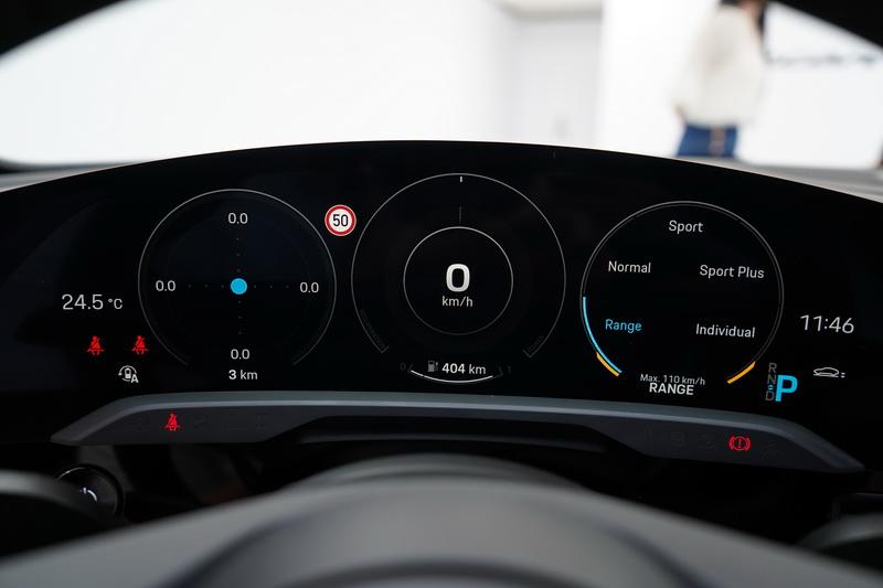 駕駛儀表尺寸為16.8吋,數位儀表顯示可以經典的3圓或5圓環方式呈現