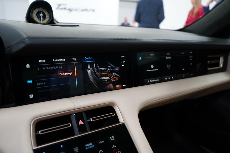 中控台觸控螢幕為10.9吋,透過選配還能在副駕駛座前方增設另一組觸控螢幕