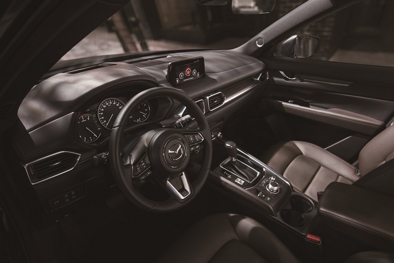 旗艦經典型配有駕駛座八向電動調整附記憶功能、副駕駛座六向電動調整座椅與彰顯豪華質感的雙前座導流式通風座椅。