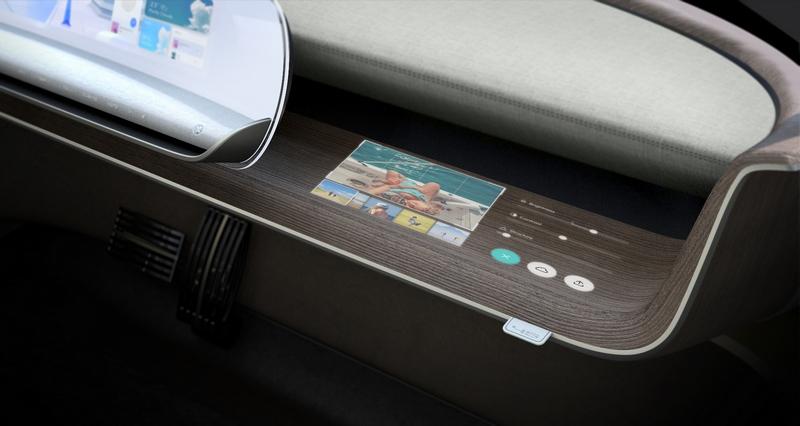 副駕也配置螢幕提供簡單功能操作。