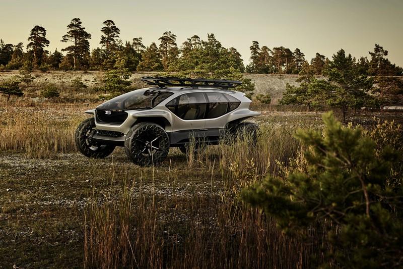 AI:Trail quattro外型相當粗曠,高比例車身玻璃與圈胎配置都是因應越野而生。