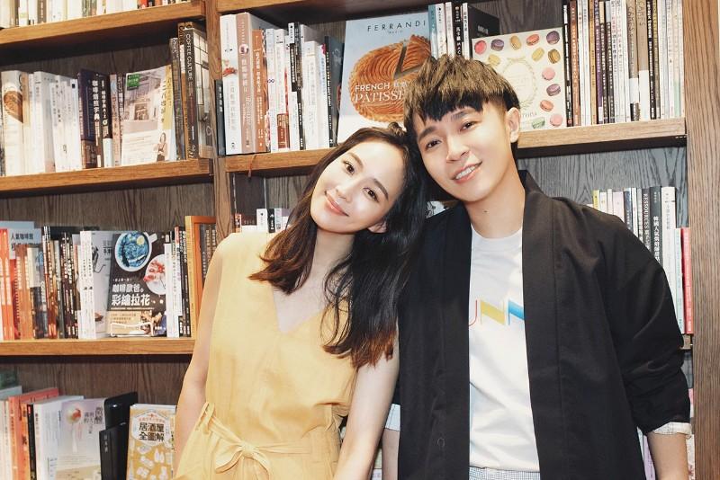 吳青峰(右)新專輯《太空人》MV找來女神好友張鈞甯擔任女主角