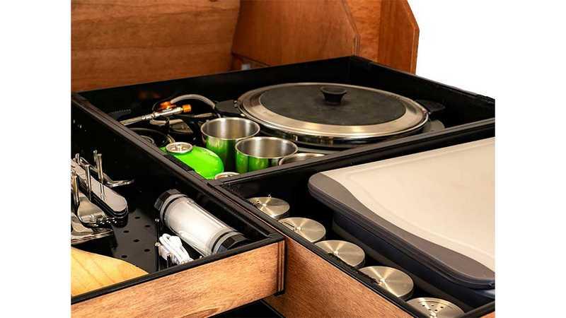 採像工具箱的概念,將炊食器具全數整合收納。