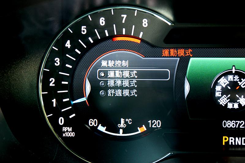 Sport模式須從儀表進行調整,操作相當不便利順手。