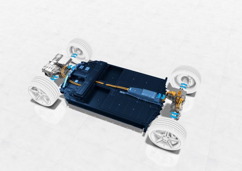 Taycan採用的800V高壓電系統除可縮短充電時間外,高壓使傳輸電流更小因而可縮小線材體積與重量