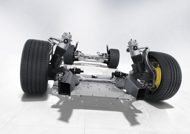 為了進一步控制車重還將前、後鋁合金懸吊的骨架鑽孔,在不影響強度的條件下盡可能的減輕懸吊重量