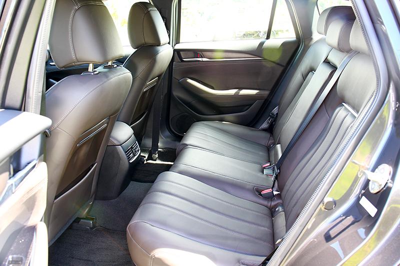 其實Mazda 6 Wagon在整體的乘坐空間表現上,還略勝Mondeo Wagon。