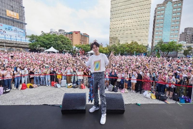 吳青峰舉辦《太空人》專輯握唱會/環球音樂提供