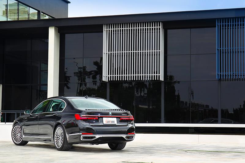 對5,260mm車長與3,210mm軸距的740Li來說,寬裕的空間是標準配備。