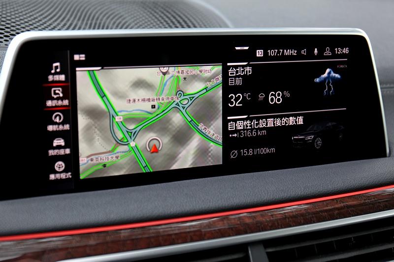 10.25吋中控螢幕與iDrive 7.0提供豐富且直覺的操作。