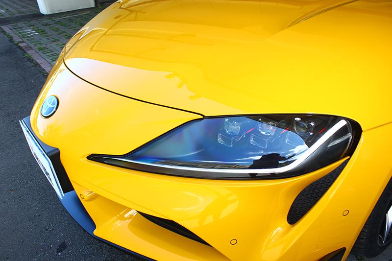 極富侵略性的長車頭以及富有A80風格元素的獨立單體式6 LED頭燈,帶來不容錯認威武扮相。