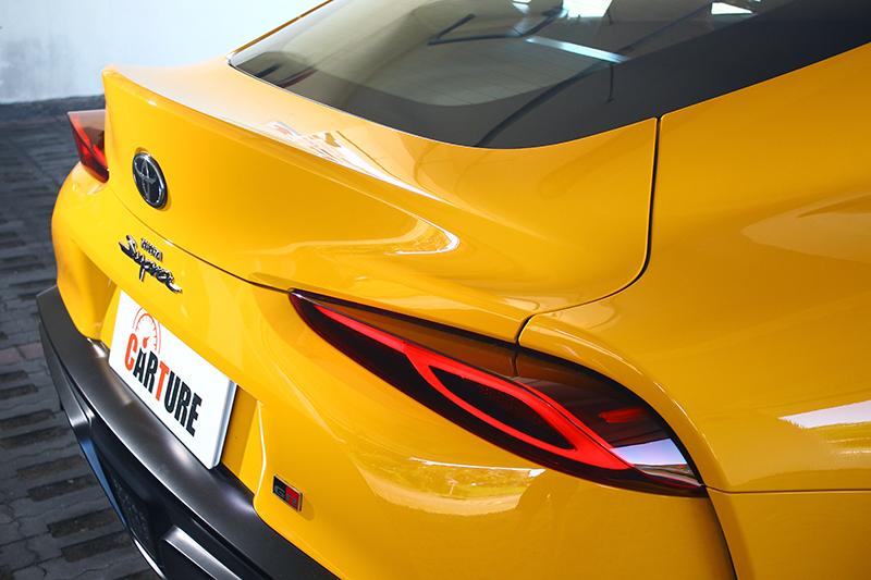 層層堆疊的車尾線條與雄偉後擴散器設計,詮釋新世代性能跑車應有的狂猛與霸氣。