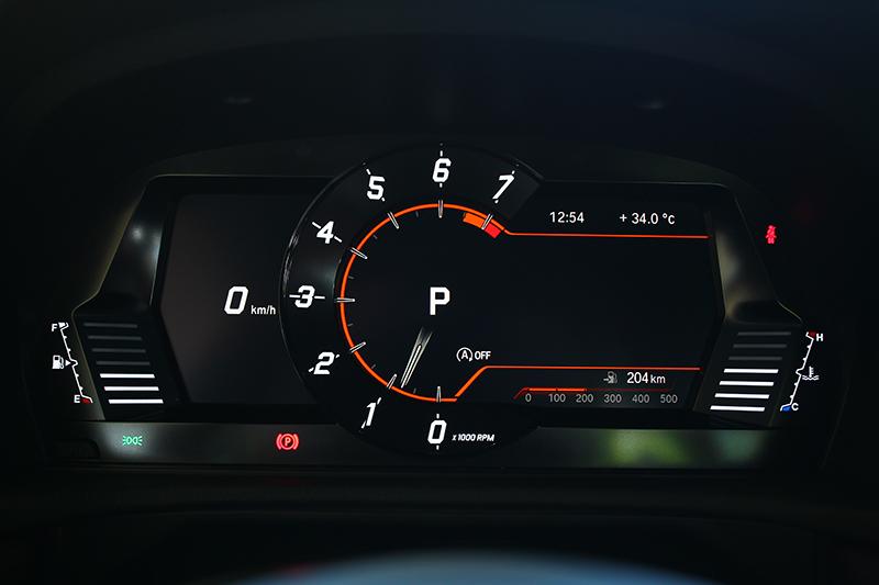 科技化氛圍濃烈的8.8吋數位儀錶板,視覺呈現以性能作為依歸。