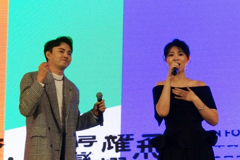 (左起)曹雅雯、許富凱