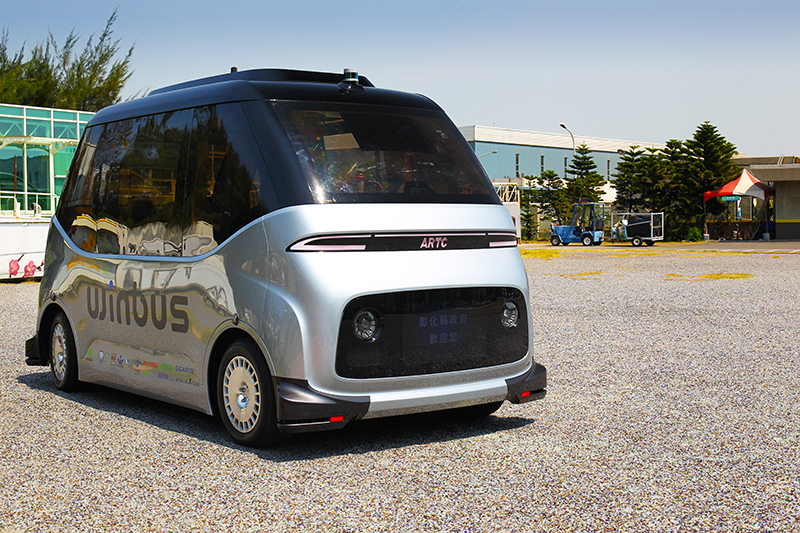 這是由ARTC推動打造的MIT自駕電動小型巴士WinBus。