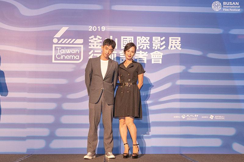 左起:《情色小說》演員王可元、演員黃采儀