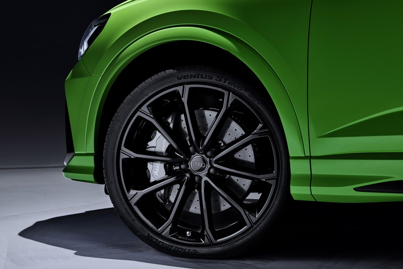 RS Q3與RS Q3 Sportback標配20吋輪圈,可選配升級至21吋。