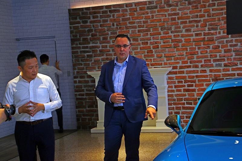 本次的「TechArt」品牌日,德國原廠現任CEO Mr. Tobias Beyer特別由德國飛抵親臨現場與現場來賓介紹「TechArt」品牌精神與相互交流。