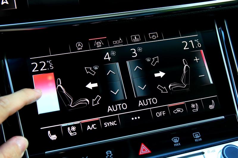 空調溫度除觸控外也能按住上下移動調整。