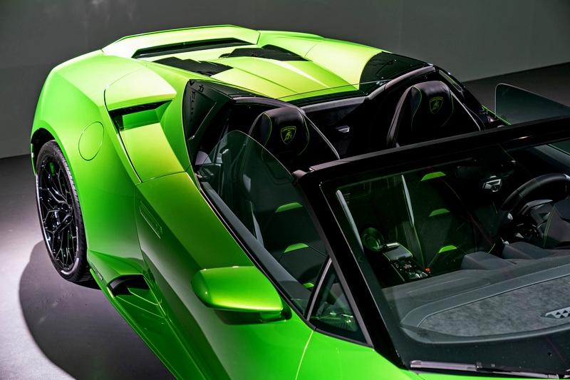 Huracán EVO Spyder車內氣流也經過優化,抑制車內亂流,減低惱人的風切聲。