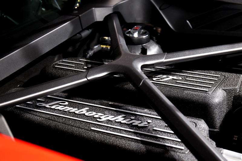5.2升V10自然進氣引擎擁有640hp最大馬力及61.2kgm扭力峰值。