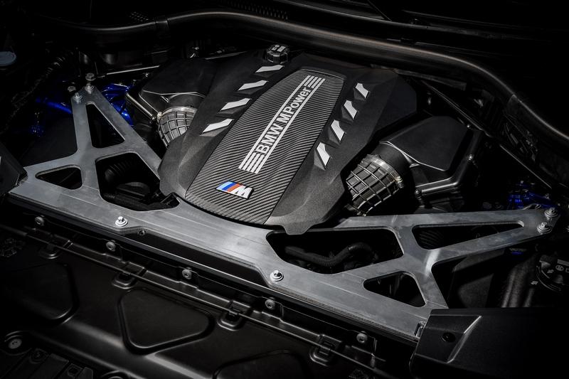 X5 M Competition與X6 M Competition引擎仍搭載4.4升V8渦輪引擎,但最大馬力則調校至625hp。