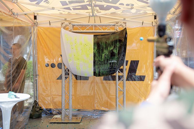 XPEL保護性體驗活動,透過漆彈射擊展現XPEL車漆保護膜的實際效能。