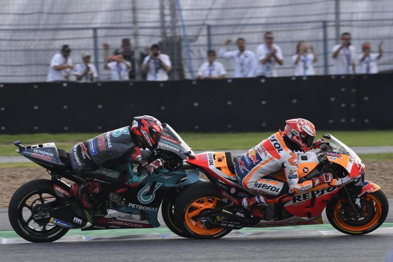 Marquez以豐富的經驗讓它能提早加速出彎衝線。