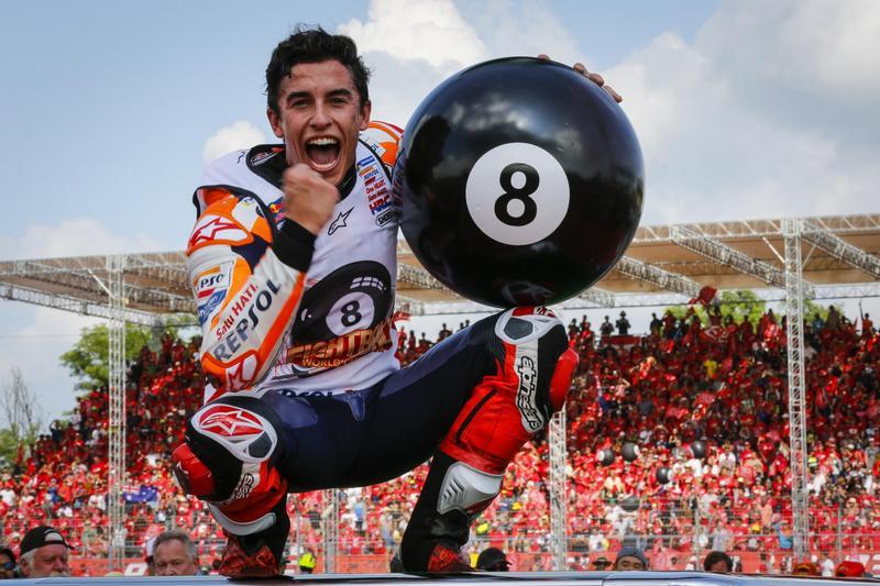 今年Marquez表現堪稱完美,僅美國站退賽外,其餘不是冠軍就是第二完賽,而泰國站後生涯共累積八座世界冠軍。