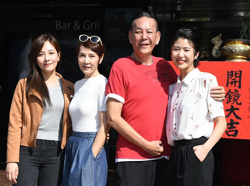 《若是一個人》兩組「親子檔」丁巧唯(左起)、林秀君、龍劭華、陳璇