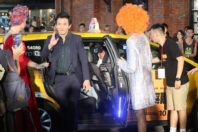 《江湖無難事》演員們乘著Taxi專車氣勢登上紅毯