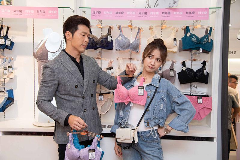 《炮仔聲》黃少祺(左)尷尬與林玟誼(右)PK賣女性內衣