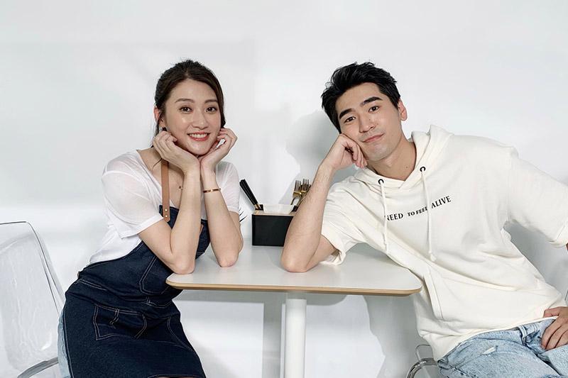 林逸欣(左)高唱浪漫情歌《平行時空遇見你》,MV請來新生代男星涂善存(右)跨刀拍攝。