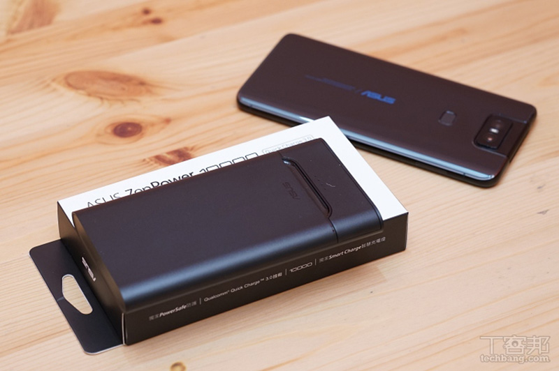 ASUS ZenPower 10000 QC3.0,包裝內含行動電源以及 micro USB 充電線一條。