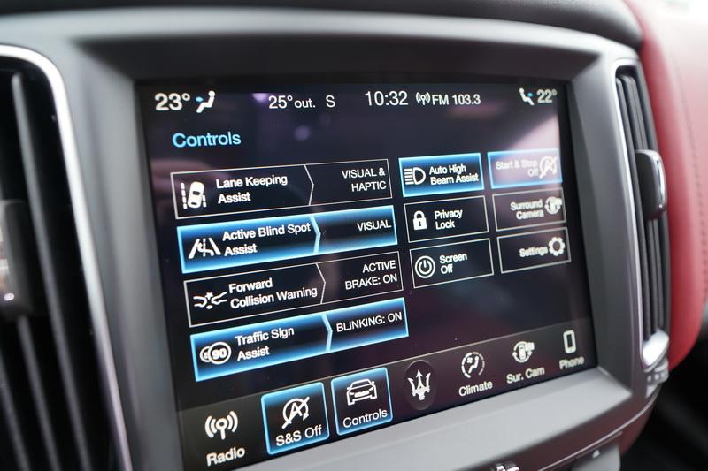 ADAS這套系統包含有ACC主動定速巡航、LKA車道偏移警示、ABSA盲點偵測、FCW Plus進階前方碰撞警示輔助功能