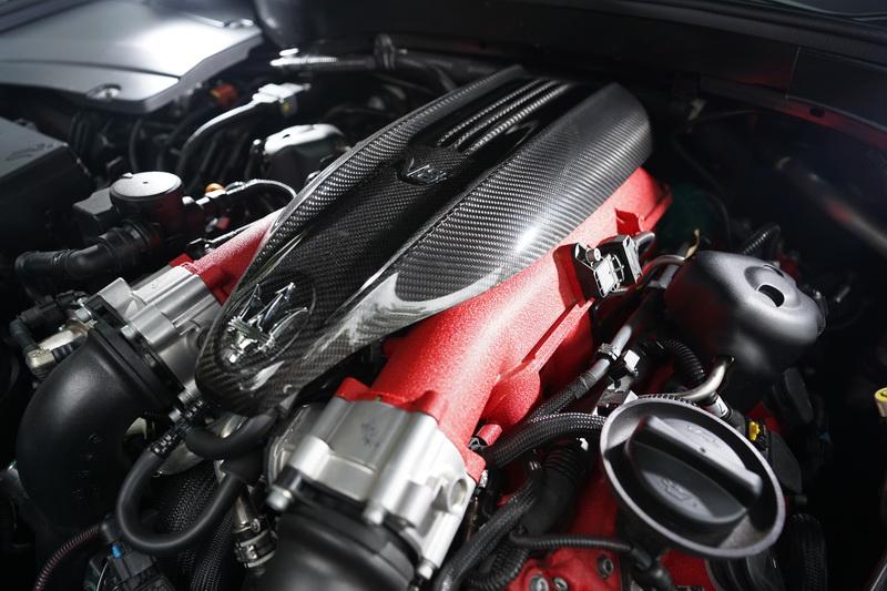 動力配置的是與Ferrari共同開發之3.8升V8雙增壓渦輪引擎